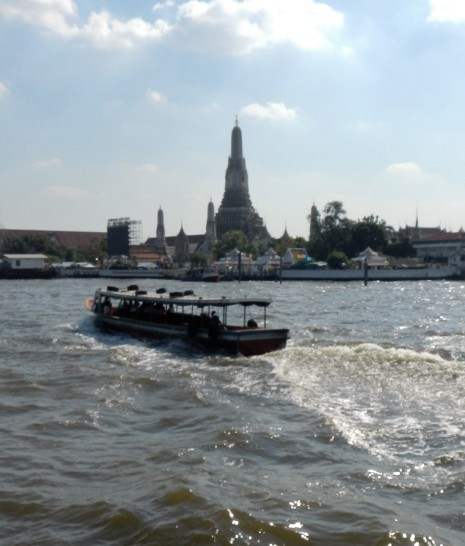 Wat Arun, locally known as Wat Chaeng, is situated on the west (Thonburi) bank of the Chao Phraya River